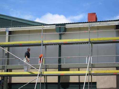 building_exterior_painting_scaffold_side_of_building